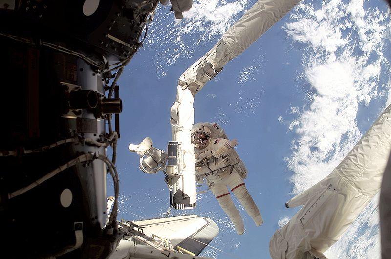 800px-STS-108_spacewalk