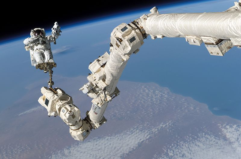 Legos got nothing on this! Steve Robinson rides Canadarm2. Image credit Wikipedia