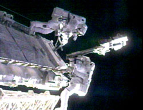 William McArthur and Valery Tokarev during an EVA. Image credit Space.com