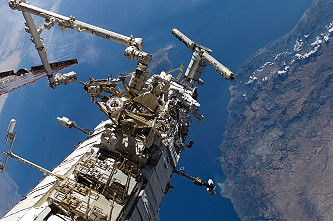 Burbank and McClean during a spacewalk. Image credit Space Facts