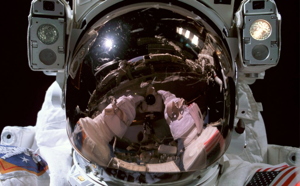 Don Pettit take a photograph of himself during the EVA. Image credit Wodu Media