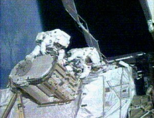 Sunita Williams and Michael Lopez-Alegria working on the Early Ammonia Servicer. Image credit News From Space