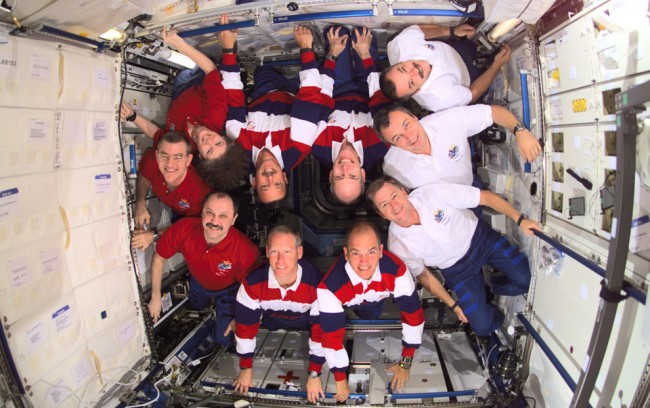 STS-105-with-Expedition-crews