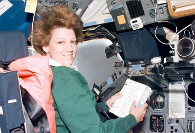 Eileen Collins consults a checklist on Discovery. Image credit Spaceflight Now