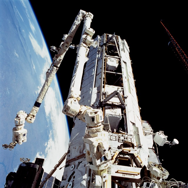 The Canadarm2 gets hung up for the first time ever. Image credit Astrosurf