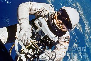 gemini-4-spacewalk-1965-granger